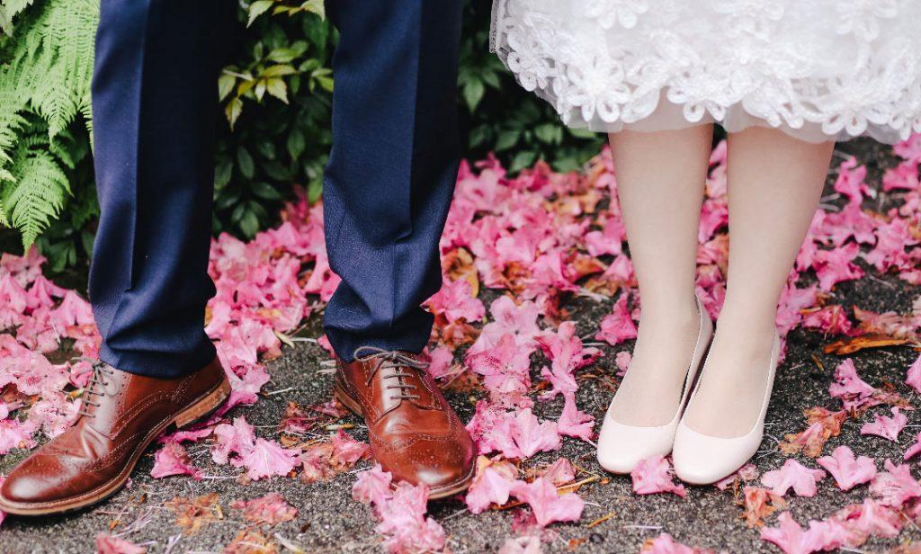 کفش پرکاربرد و ضروری زنانه و مردانه در سایت فاکس